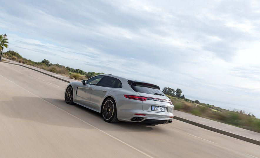 2018 Porsche Panamera Turbo S E-Hybrid Sport Turismo - Slide 6