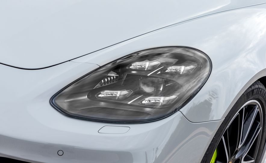 2018 Porsche Panamera Turbo S E-Hybrid Sport Turismo - Slide 9