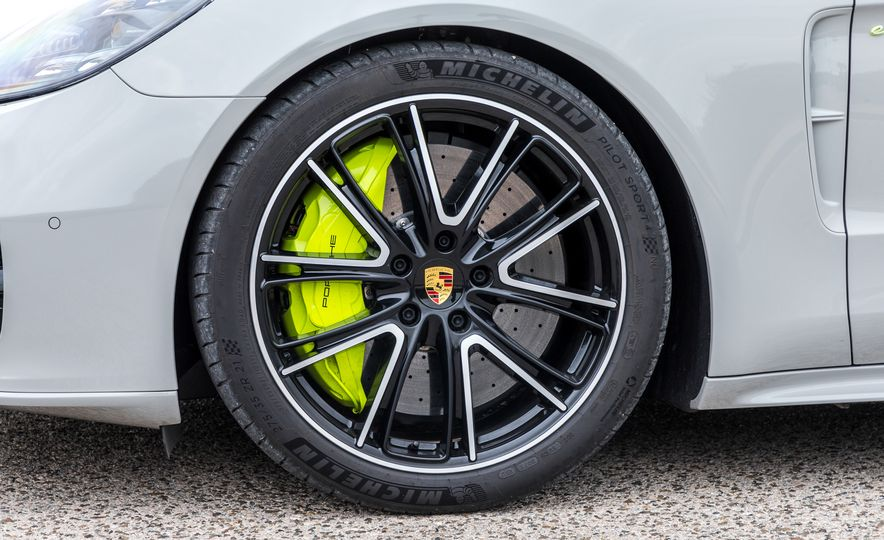 2018 Porsche Panamera Turbo S E-Hybrid Sport Turismo - Slide 10