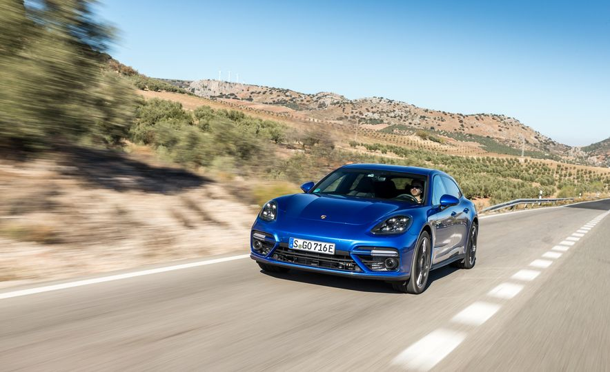 2018 Porsche Panamera Turbo S E-Hybrid Sport Turismo - Slide 26