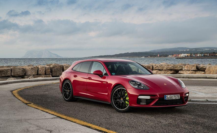 2018 Porsche Panamera Turbo S E-Hybrid Sport Turismo - Slide 42