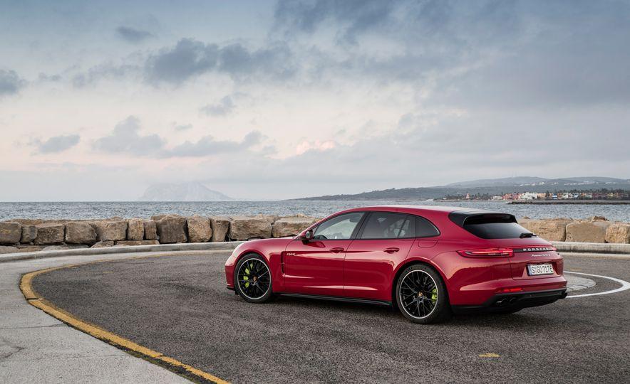 2018 Porsche Panamera Turbo S E-Hybrid Sport Turismo - Slide 43