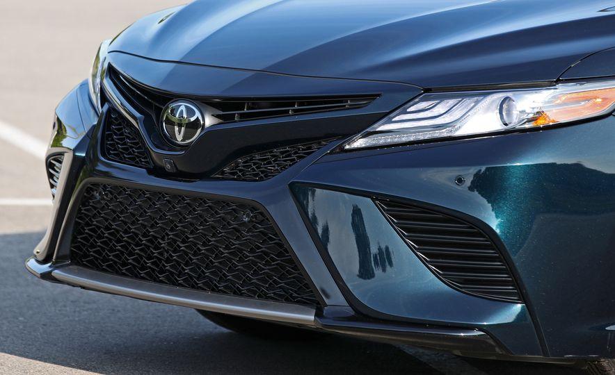 2018 Toyota Camry XSE - Slide 19