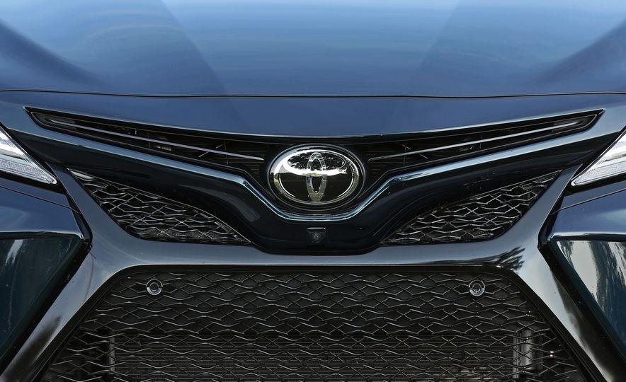 2018 Toyota Camry XSE - Slide 20