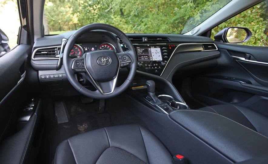 2018 Toyota Camry XSE - Slide 33