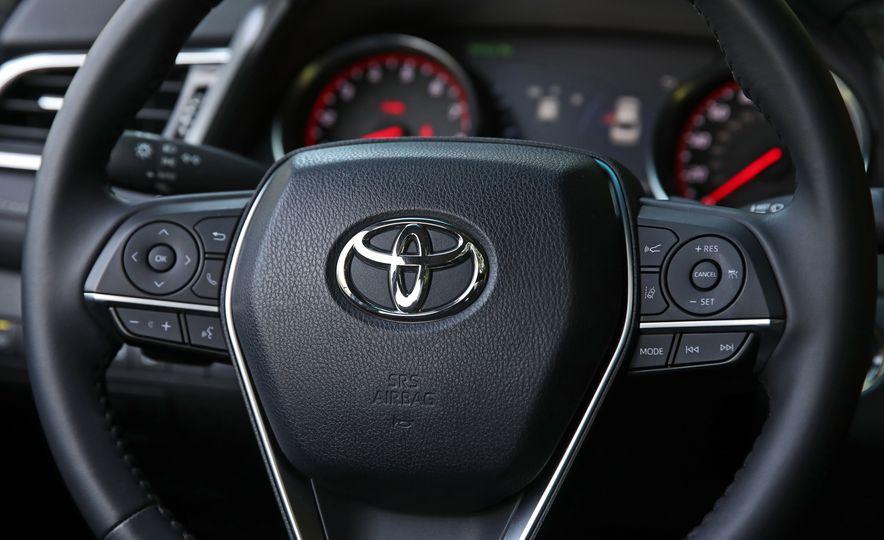 2018 Toyota Camry XSE - Slide 34
