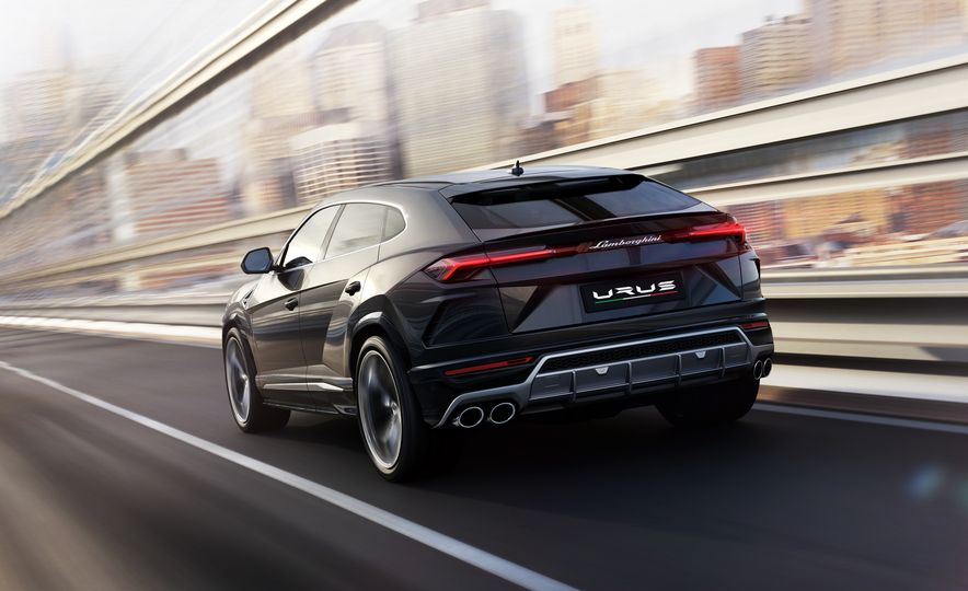 2019 Lamborghini Urus - Slide 4