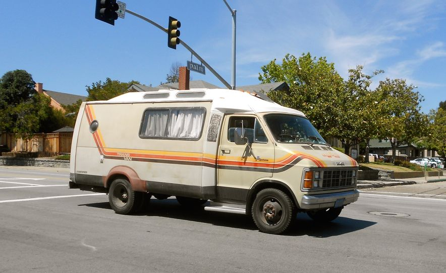 15 of the Raddest Factory Custom and Small-Batch Production Vans of the 1970s - Slide 14