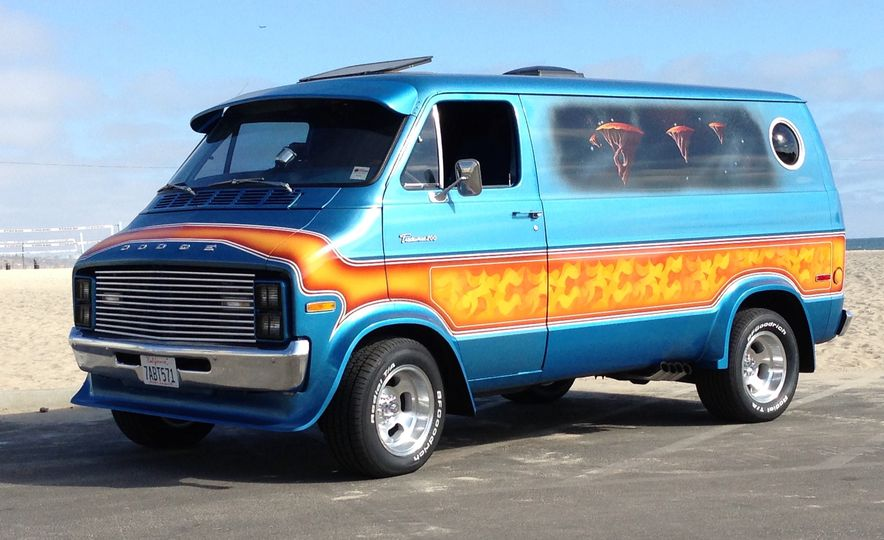 15 of the Raddest Factory Custom and Small-Batch Production Vans of the 1970s - Slide 2