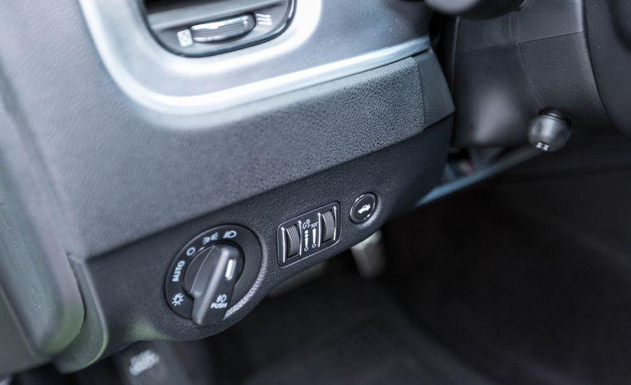 2017 Dodge Charger - Slide 33