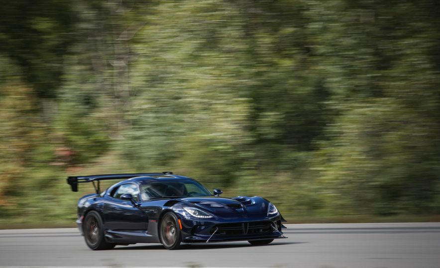 2017 Dodge Viper ACR - Slide 2