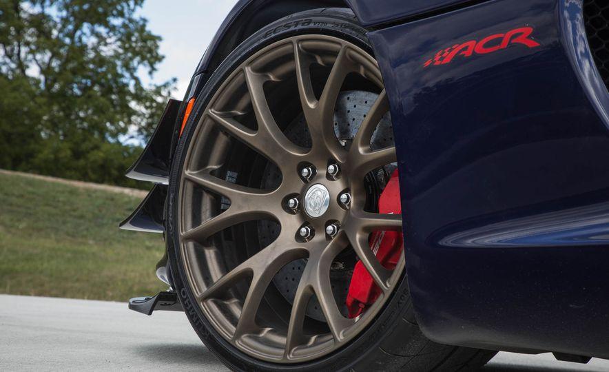 2017 Dodge Viper ACR - Slide 36