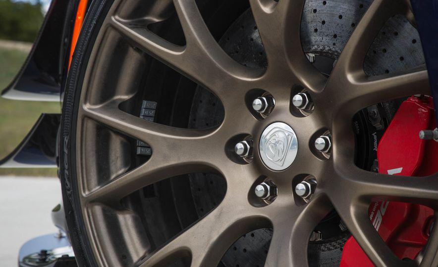 2017 Dodge Viper ACR - Slide 37