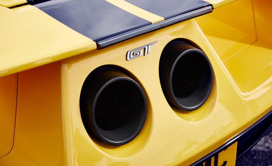 2017 Ford GT - Slide 16
