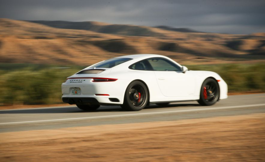 2017 Porsche 911 Carrera 4 GTS manual - Slide 11