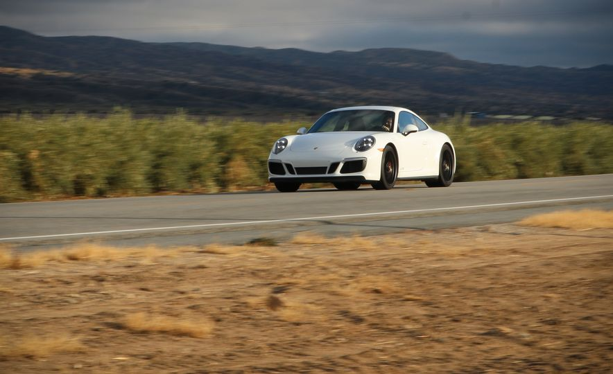2017 Porsche 911 Carrera 4 GTS manual - Slide 6