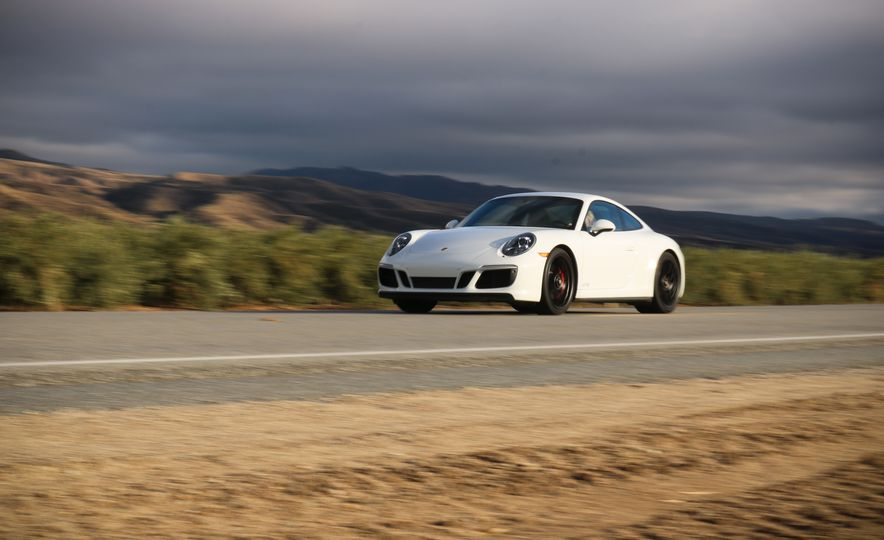 2017 Porsche 911 Carrera 4 GTS manual - Slide 7