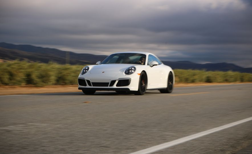 2017 Porsche 911 Carrera 4 GTS manual - Slide 5
