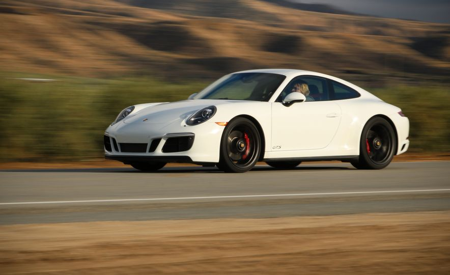 2017 Porsche 911 Carrera 4 GTS manual - Slide 8
