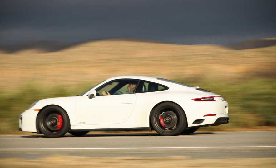 2017 Porsche 911 Carrera 4 GTS manual - Slide 9