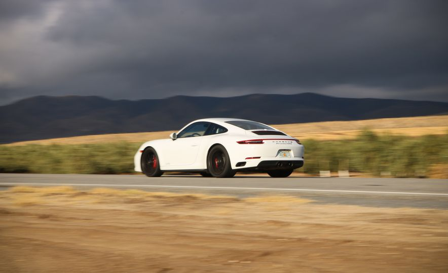 2017 Porsche 911 Carrera 4 GTS manual - Slide 10