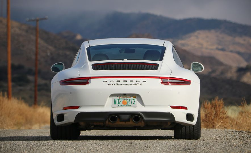 2017 Porsche 911 Carrera 4 GTS manual - Slide 20