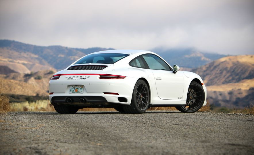 2017 Porsche 911 Carrera 4 GTS manual - Slide 21