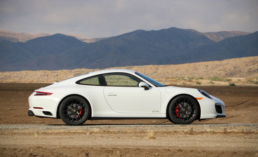 2017 Porsche 911 Carrera 4 GTS manual - Slide 22