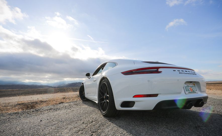 2017 Porsche 911 Carrera 4 GTS manual - Slide 18
