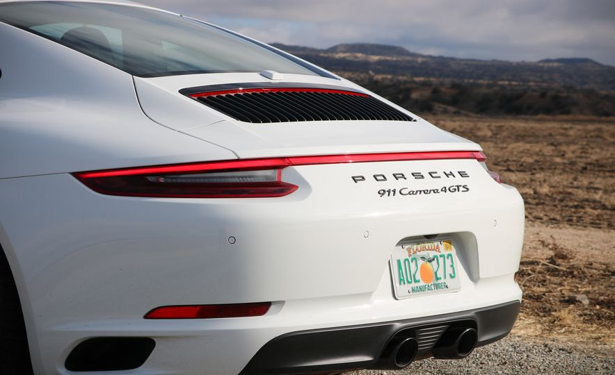 2017 Porsche 911 Carrera 4 GTS manual - Slide 34