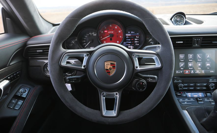 2017 Porsche 911 Carrera 4 GTS manual - Slide 42