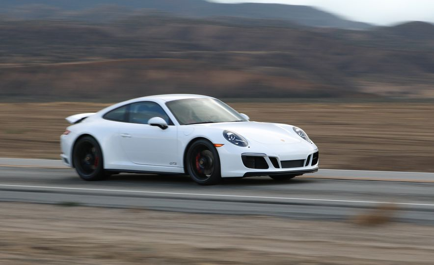 2017 Porsche 911 Carrera 4 GTS manual - Slide 1