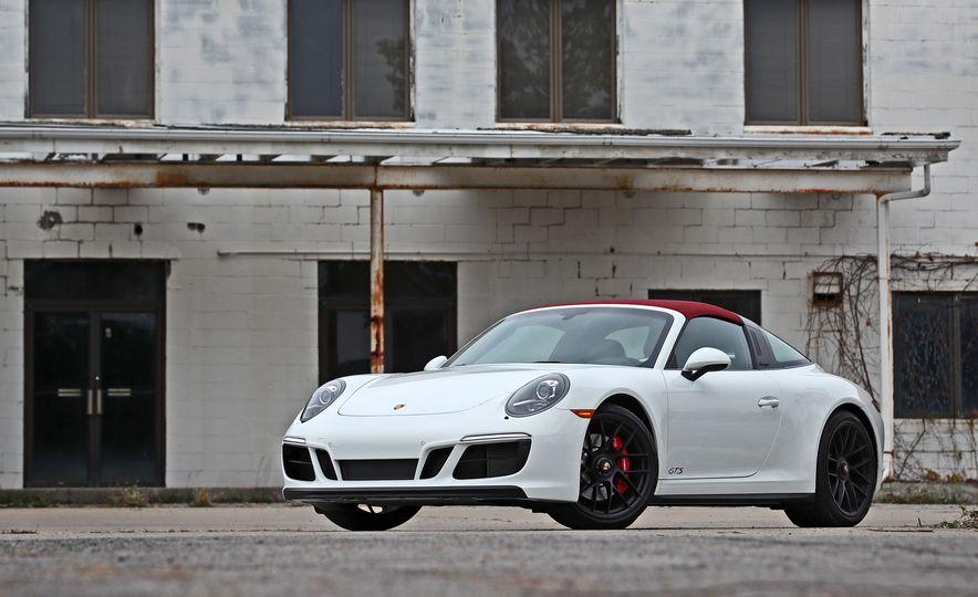 2017 Porsche 911 Targa 4 GTS Manual - Slide 19