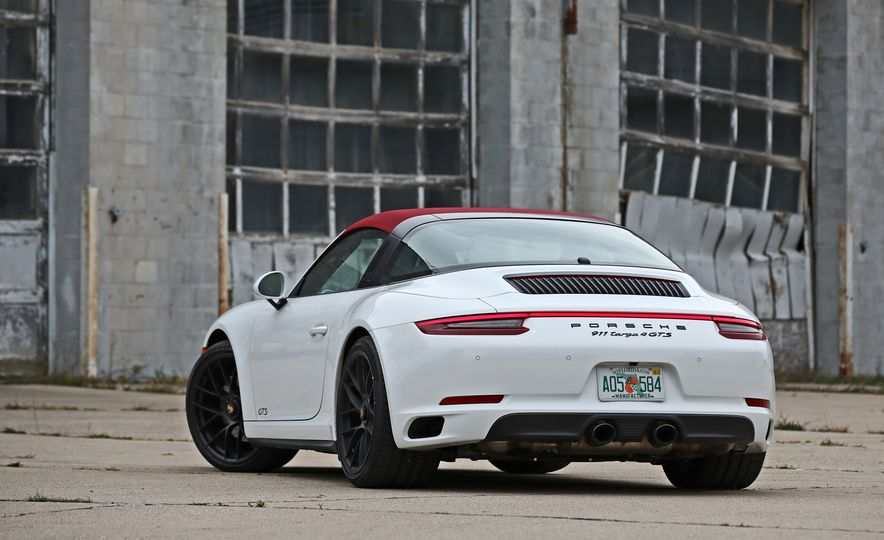 2017 Porsche 911 Targa 4 GTS Manual - Slide 21