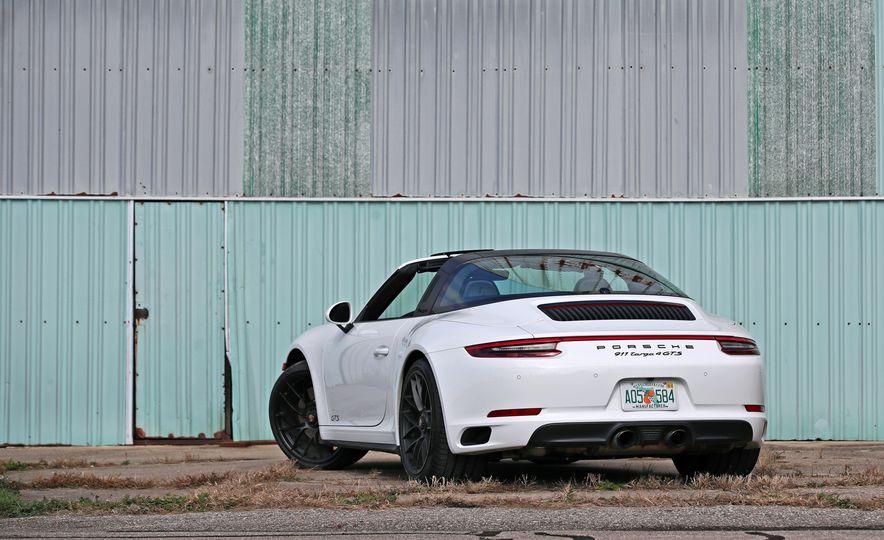 2017 Porsche 911 Targa 4 GTS Manual - Slide 17