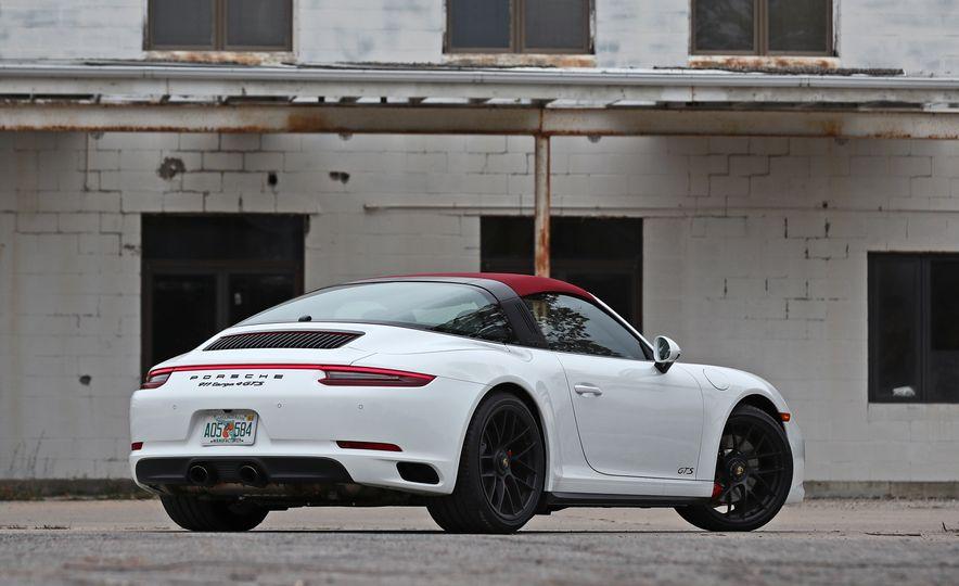2017 Porsche 911 Targa 4 GTS Manual - Slide 22