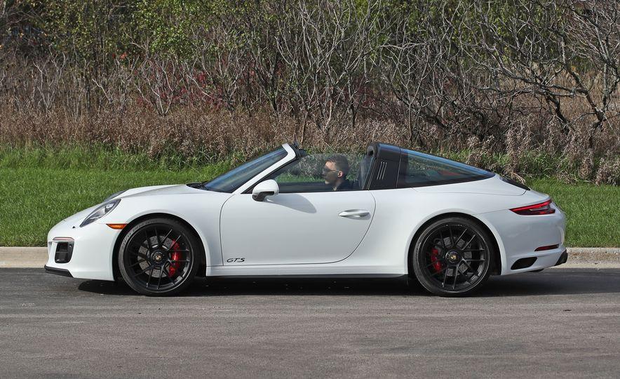 2017 Porsche 911 Targa 4 GTS Manual - Slide 30