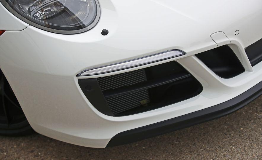 2017 Porsche 911 Targa 4 GTS Manual - Slide 32