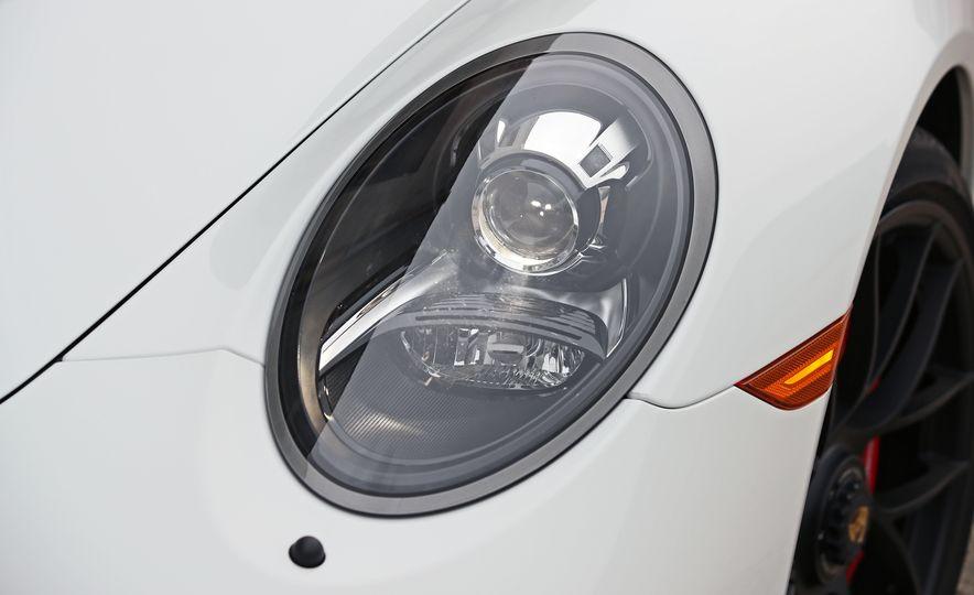 2017 Porsche 911 Targa 4 GTS Manual - Slide 33