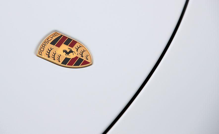 2017 Porsche 911 Targa 4 GTS Manual - Slide 35