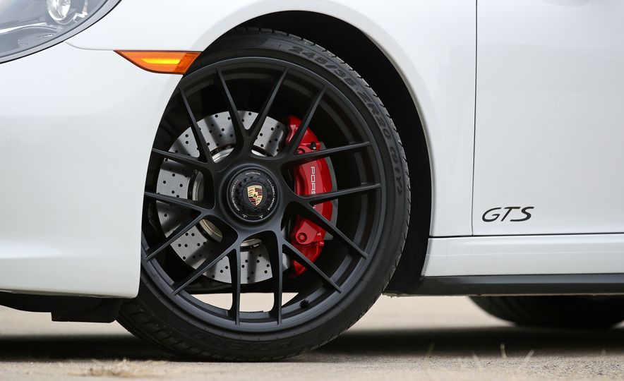 2017 Porsche 911 Targa 4 GTS Manual - Slide 37