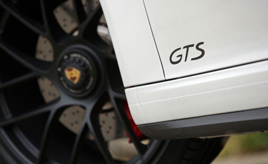 2017 Porsche 911 Targa 4 GTS Manual - Slide 38
