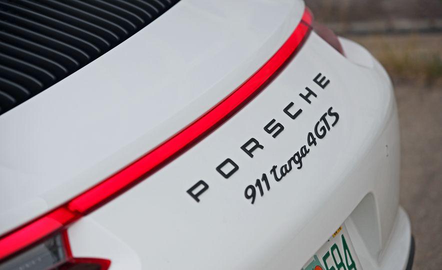 2017 Porsche 911 Targa 4 GTS Manual - Slide 46