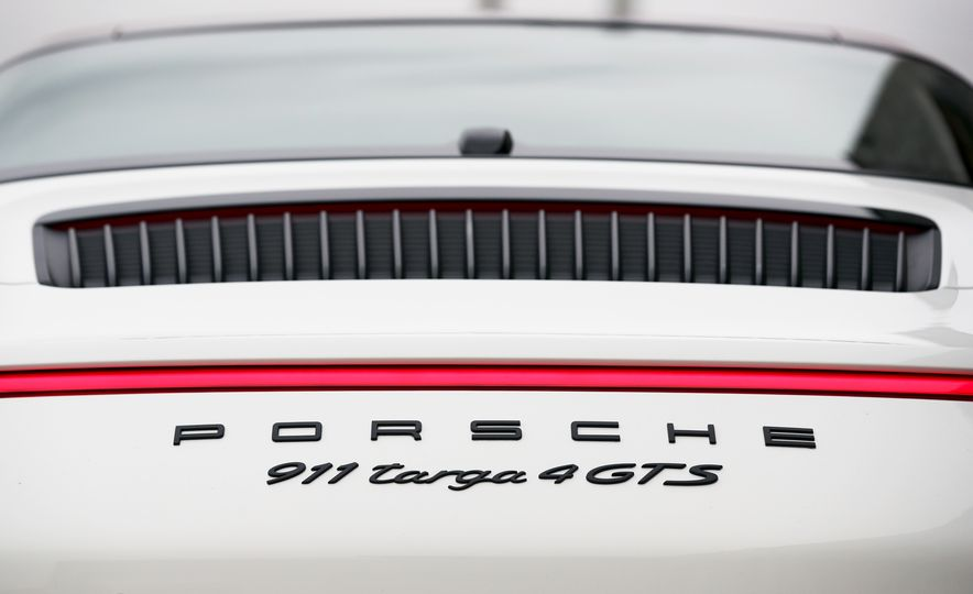 2017 Porsche 911 Targa 4 GTS Manual - Slide 47