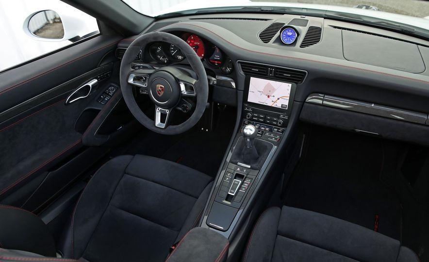 2017 Porsche 911 Targa 4 GTS Manual - Slide 60