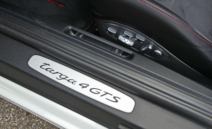2017 Porsche 911 Targa 4 GTS Manual - Slide 77
