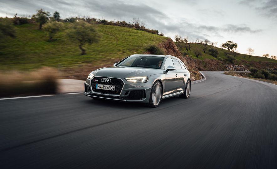 2018 Audi RS4 Avant - Slide 1