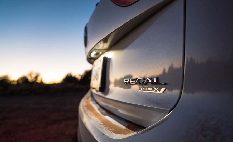 2018 Buick Regal TourX - Slide 37