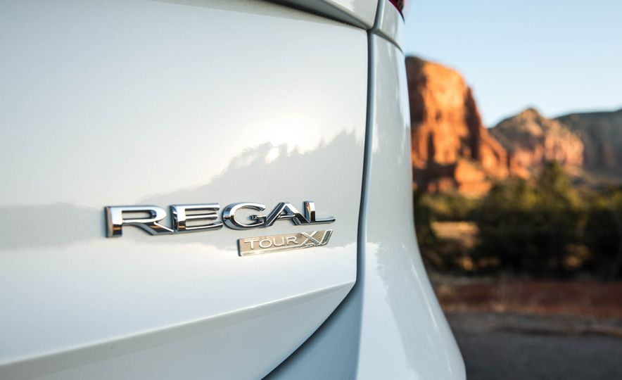 2018 Buick Regal TourX - Slide 39