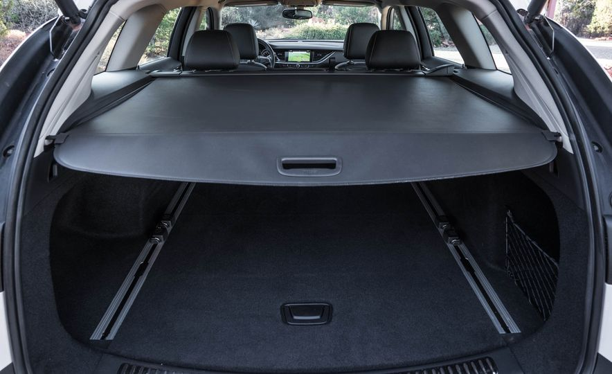 2018 Buick Regal TourX - Slide 43